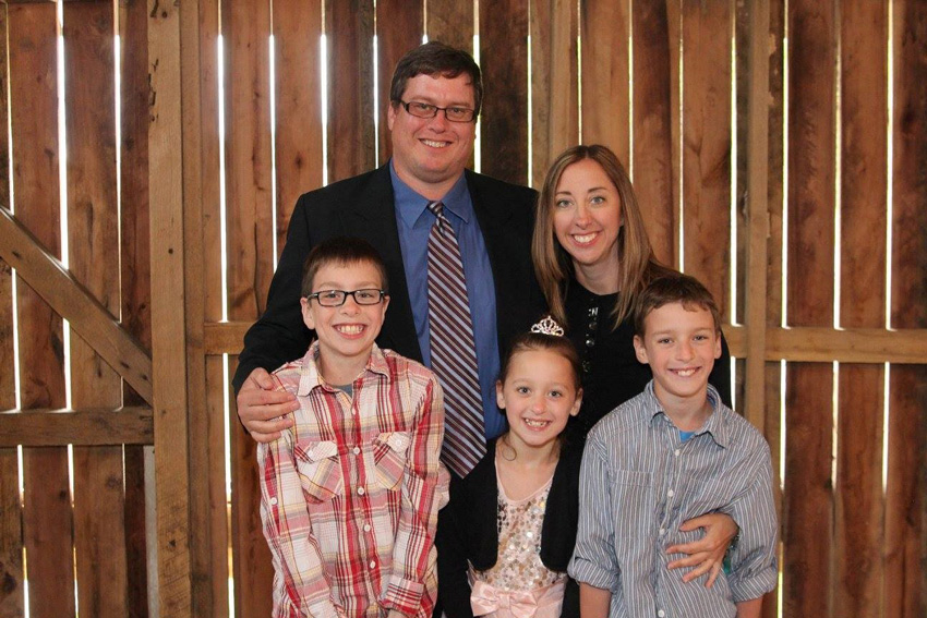 Mike, Tammy, Aiden (12 yrs), Landon (12 yrs), and Amelia (9 yrs) Paul.